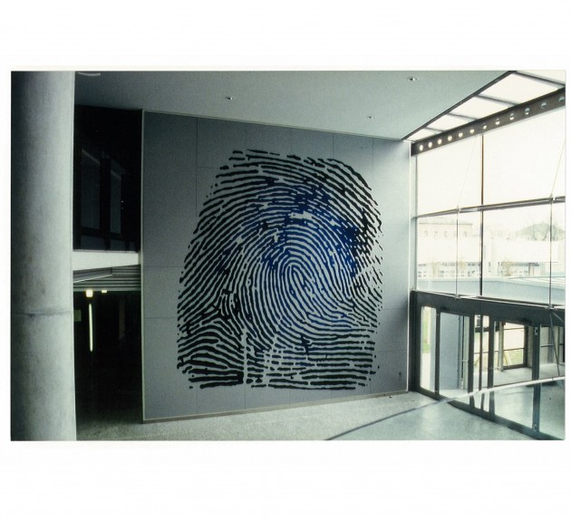 IDENTITY -Wandgestaltung in den Landespolizeidienststellen in Augsburg (dreifarbiger Siebdruck auf Aludibond 6x6m) 1997
