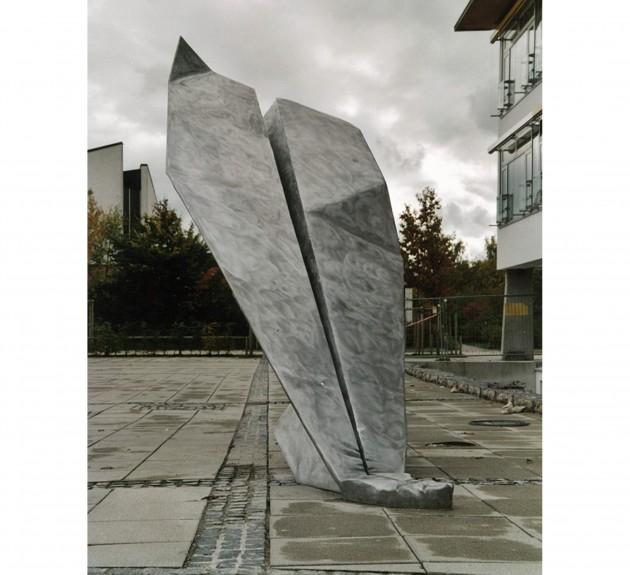 PAPIERFLIEGER -Platzgestaltung vor der Leonhard-Wagner Hauptschule in Schwabmünchen (Aluminiumguß) 2000