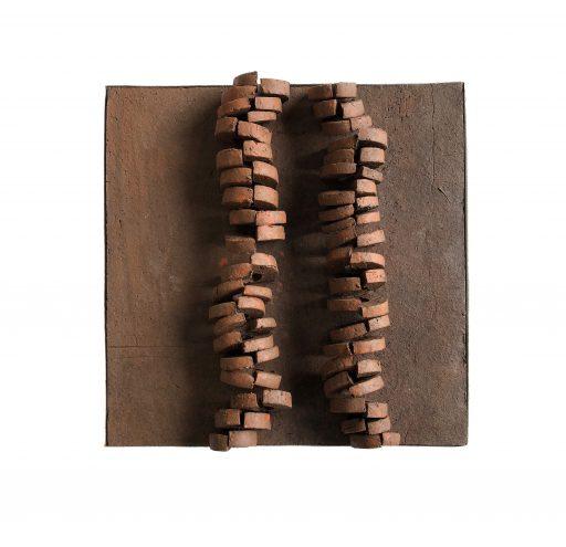 structures VII   - 2018 -   Keramik/Holz    45x45x3cm