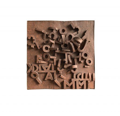 trovare la parola    - 2018 -    Keramik,gefärbt/Holz     50x50x4cm